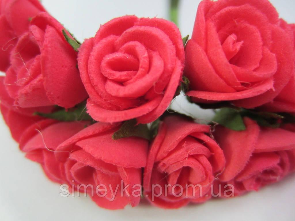 Розочка коралловая, букетик из 11 цветков, диаметр розы 15-20 мм, длина проволоки 7 см