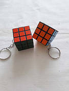 Брелок в виде кубика рубика.