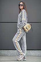 Спортивный костюм с золотыми полосами, фото 2