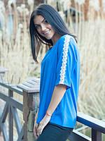 Синяя модная блуза с гипюром