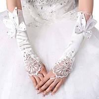 Длинные шикарные свадебные митенки (перчатки без пальцев) для невесты белого цвета с бантом и стразами