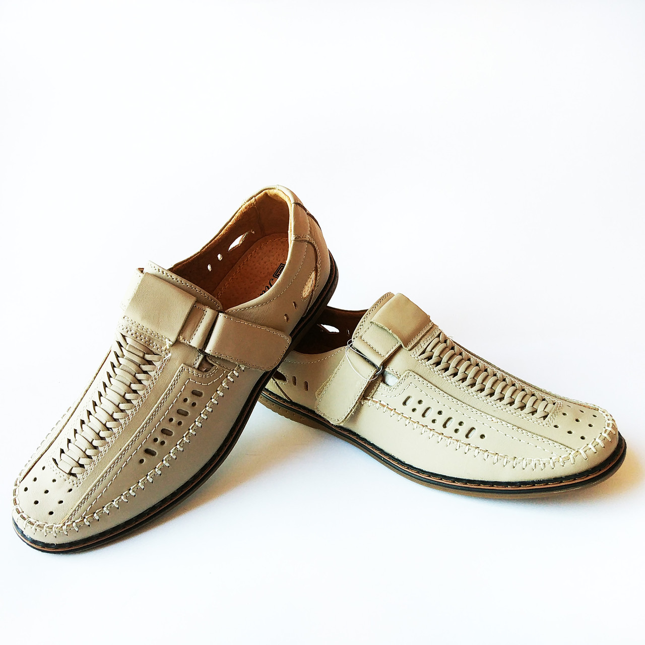 Повседневная летняя кожаная мужская обувь   сандалии бежевого цвета в  дырочку на липучке недорого - Интернет e57e9905779