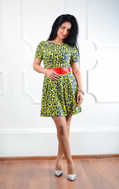 Молодежное нарядное платье (размер 44,46,48)