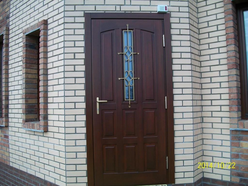 Теплая входная дверь без мостиков холода - мечта хозяев дома. Ширина полотна двери 78 мм. Достаточно одной двери в дом. Материал - сосна или дуб.