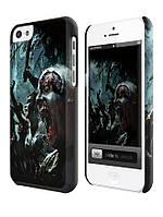 Чехол  на айфон 5 с . zombie attack