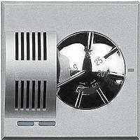 BTicino Axolute Электронный комнатный термостат, релейный выход с 1 переключающимся контактом 2 А, 250 В~, питание 230 В~, цвет алюминий