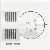 BTicino Axolute Электронный комнатный термостат, релейный выход с 1 переключающимся контактом 2 А, 250 В~, питание 230 В~, цвет белый