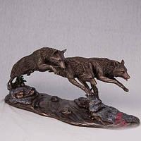 Бронзовая статуэтка Волки в погоне (37*18 см)