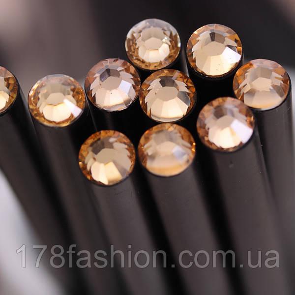 Оригинальный и модный простой карандаш черного цвета с шампань кристаллом