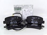 Комплект задних тормозных колодок на Рено Мастер 3 передний привод Renault 440601186R (оригинал)