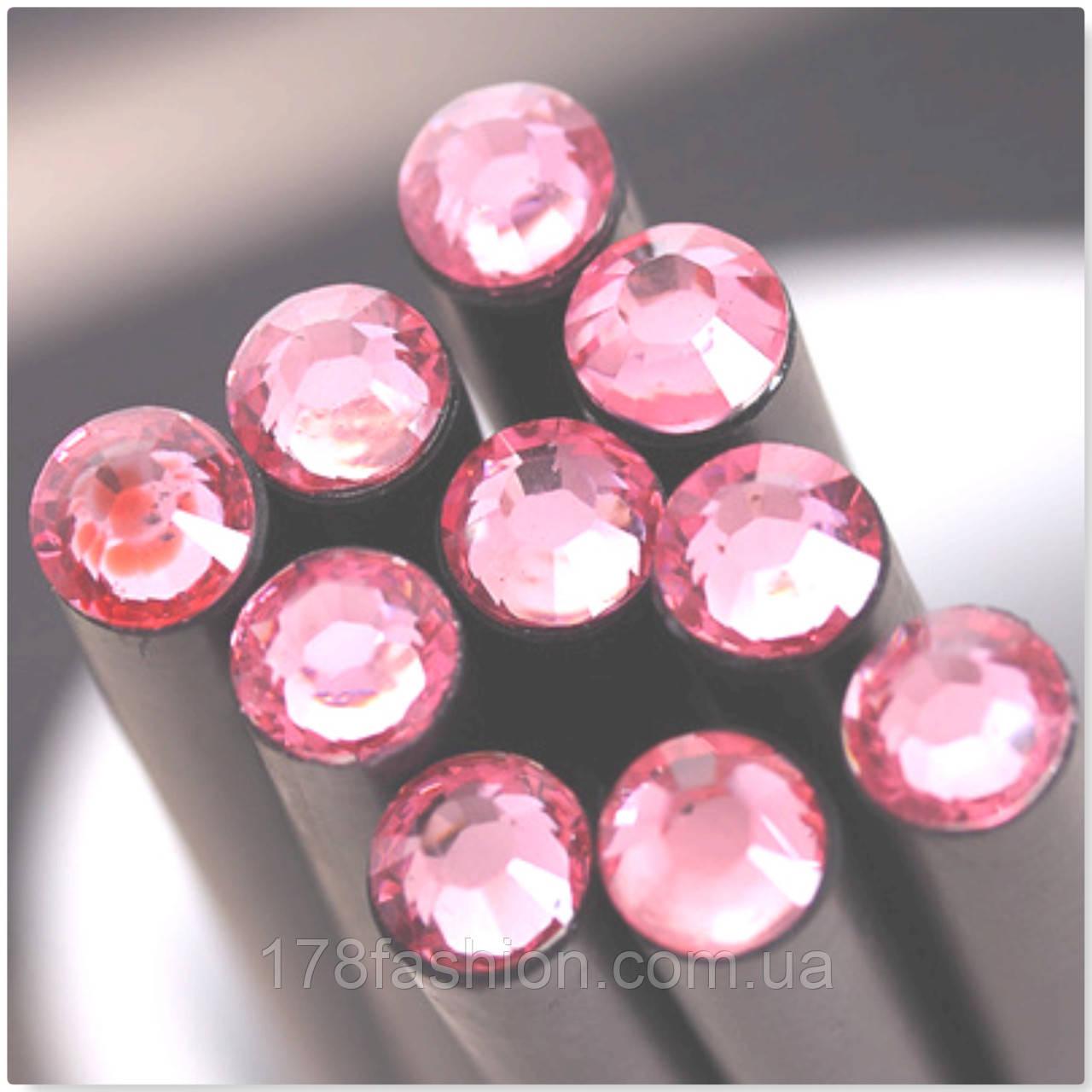 Оригинальный и модный простой карандаш черного цвета с нежно-розовым кристаллом