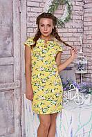 Стильное платье мини по фигуре с коротким рукавом желтое в цветочек