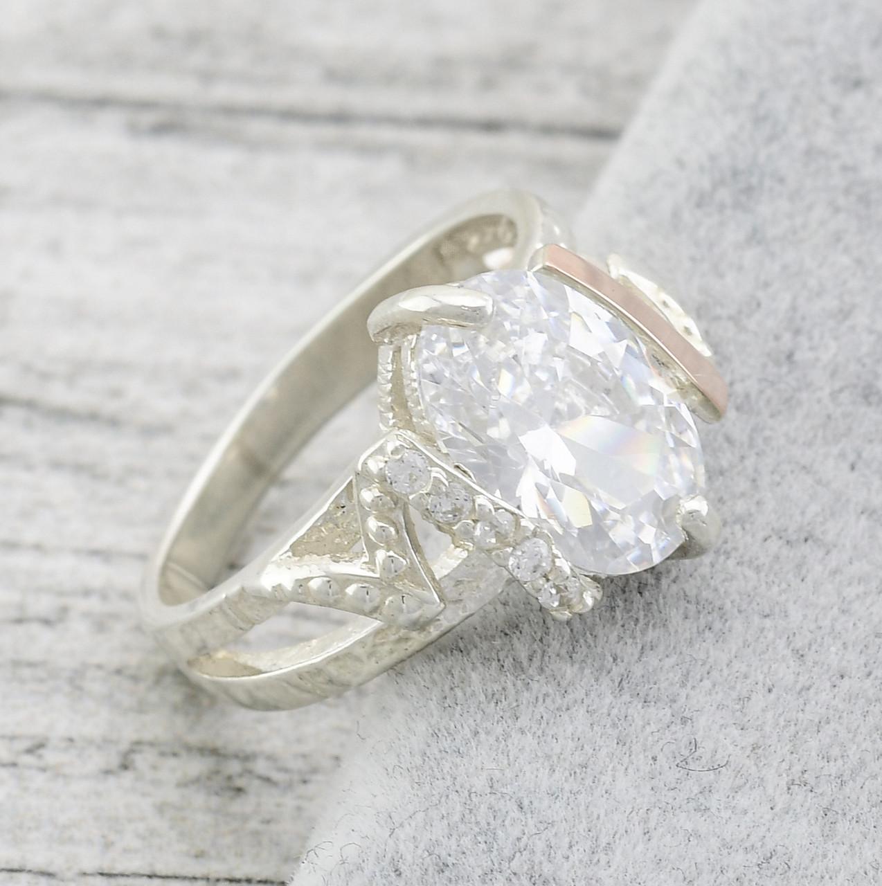 """Серебряное кольцо с золотыми пластинами """"Магия"""", вставка белые фианиты, вес 4.33 г, размер 18"""