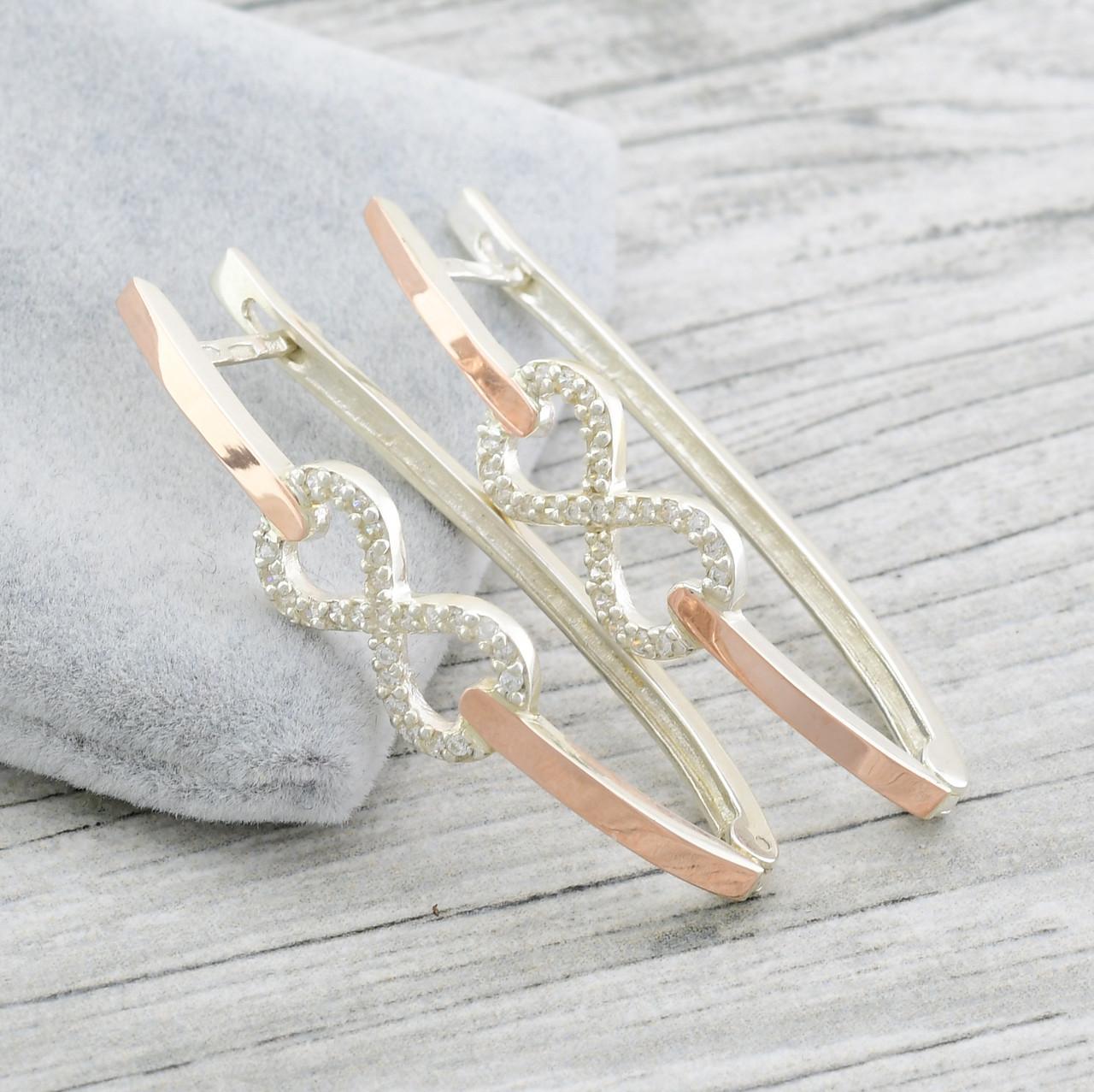 """Серебряные серьги с золотыми пластинами """"Диор"""" размер 48*10 мм, вставка белые фианиты, вес 8.6 г"""
