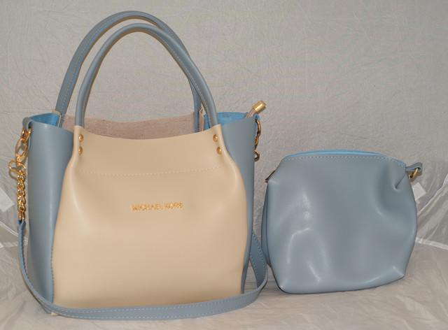Бежевая женская сумка с голубыми вставками