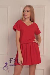 Легкое летнее однотонное короткое платье с вырезом на спине красное