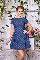 Яркое платье короткое свободное к низу короткий рукав синее