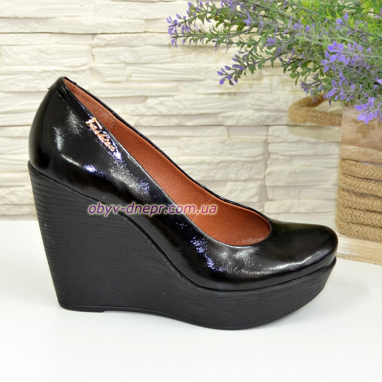 Лаковые женские туфли на устойчивой высокой платформе