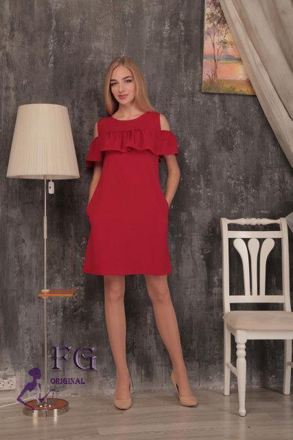 Яркое летнее платье с воланом и карманами красное