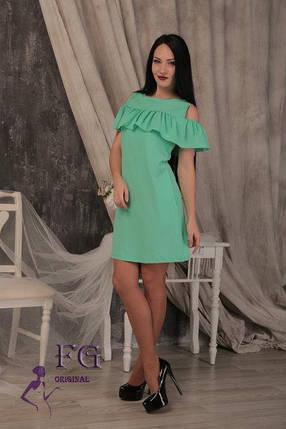 """Нарядное летнее приталенное женское платье с воланом и открытыми плечами """"Глория"""", мятное, фото 2"""