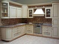 Кухня классическая с радиусными фасадами