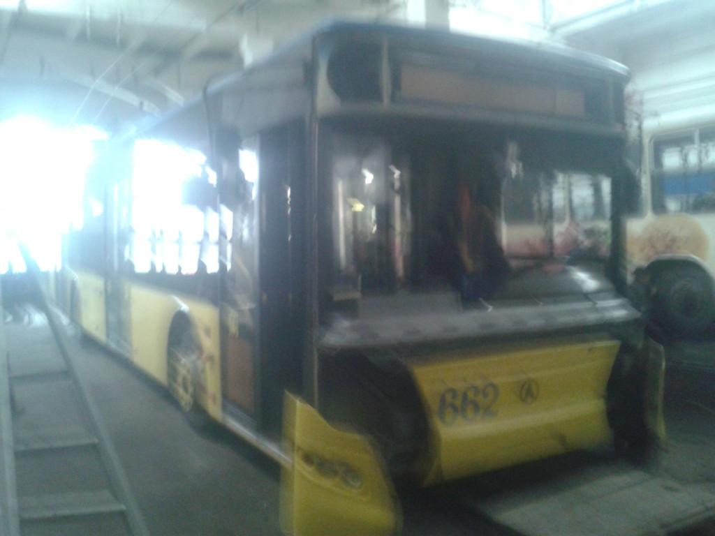Замена лобового стекла на троллейбусе ЛАЗ E183, ElectroLAZ-12 176