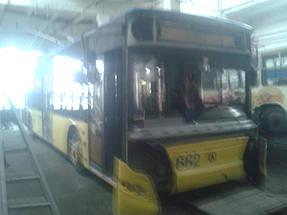 Замена лобового стекла на троллейбусе ЛАЗ E183, ElectroLAZ-12 16