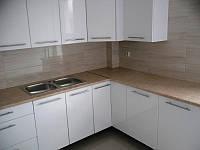 Кухня угловая белая с фасадами МДФ