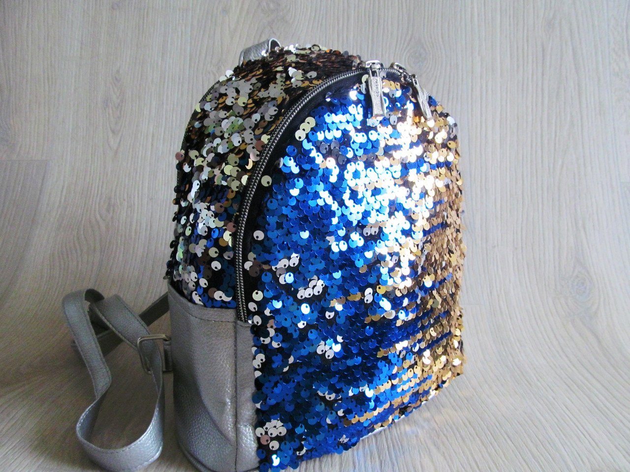 Стильный женский рюкзак с двухсторонними пайетками -