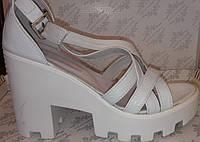 Босоножки молодёжные на каблуке из натуральной кожи белого цвета от производителя модель ОК - 06, фото 1