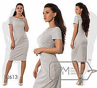 Платье-футляр миди приталенное из поливискозы с короткими рукавами, фигурными швами и вырезом-лодочка с V-декольте 10613