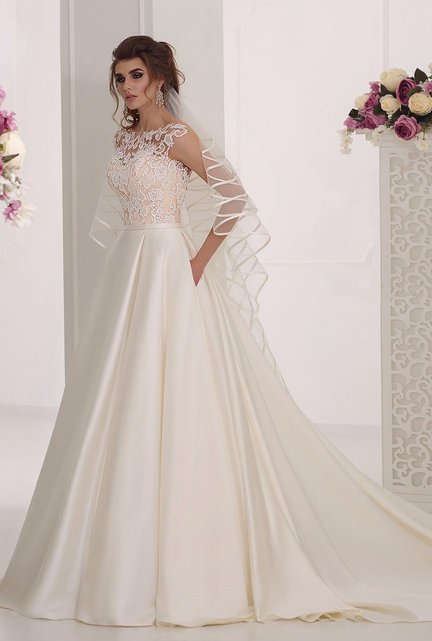 Красивое  свадебное платье А-силуэта