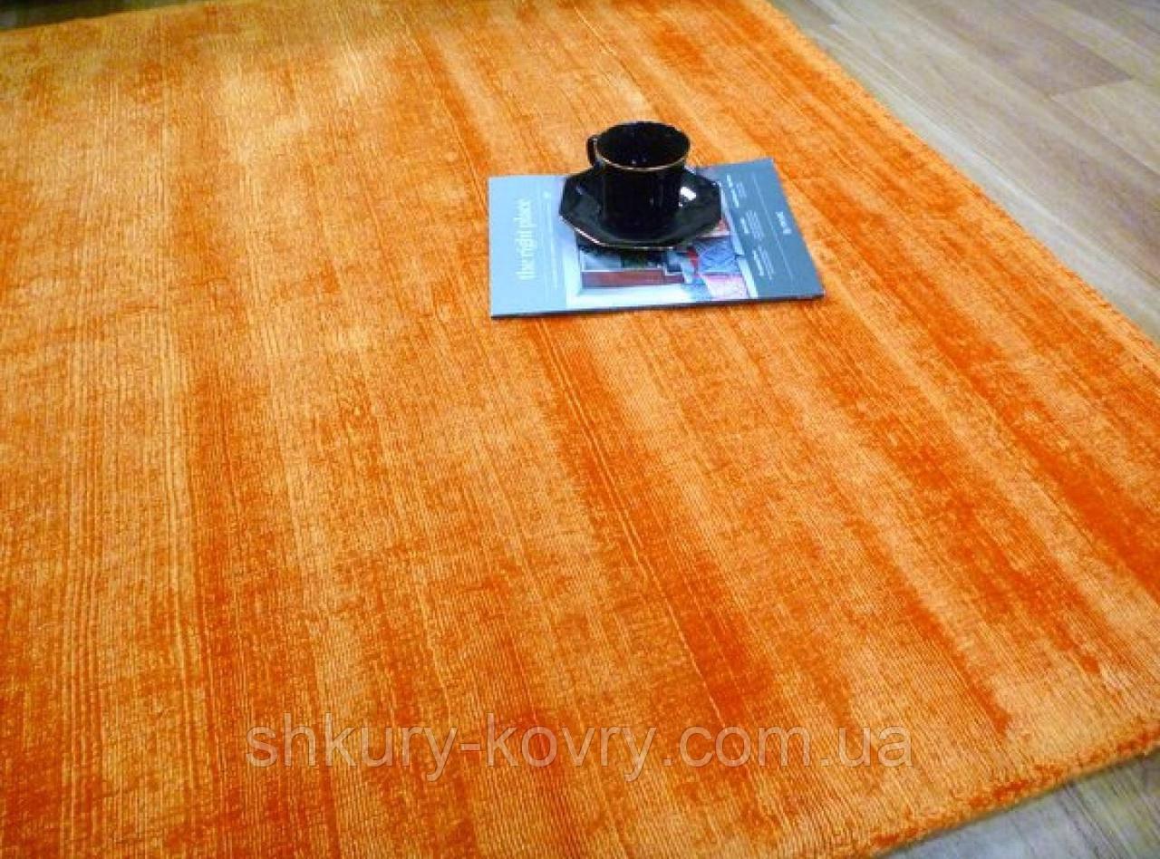 Однотонний тканий вручну жовтогарячий килим з бамбукового шовку