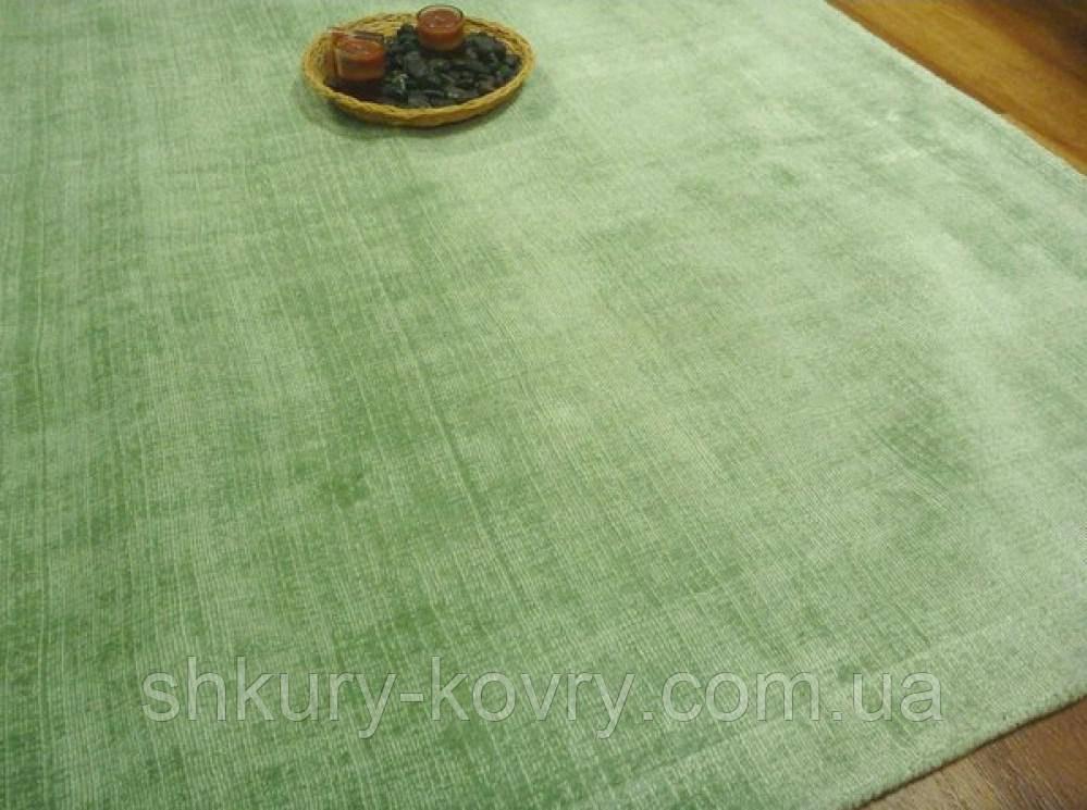 Зеленый ковер однотонный Индийский высокого качества