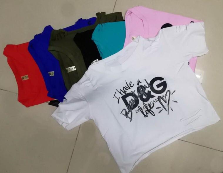 Трендовая с прорезями летняя женская футболка х/б