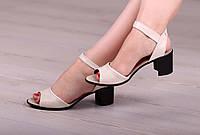 Женские босоножки на невысоком каблуке