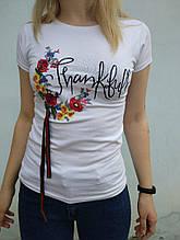 S-M Футболка спрямого кроя с принтом вышивка цветы в белом цвете ЛЕТО