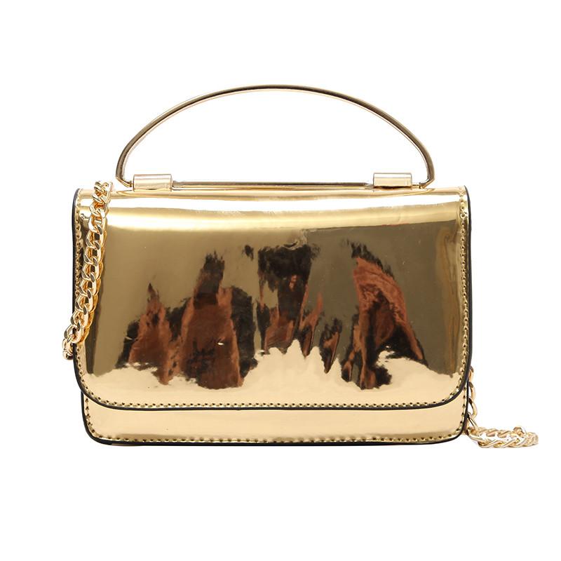 Элегантная золотая лаковая сумка