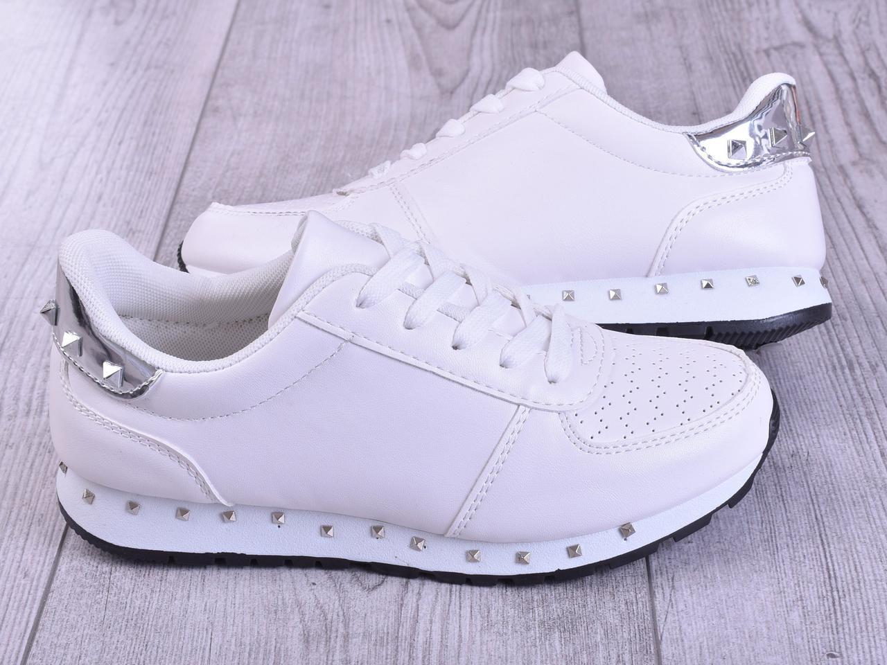 Самые популярные польские кроссовки, для девушек