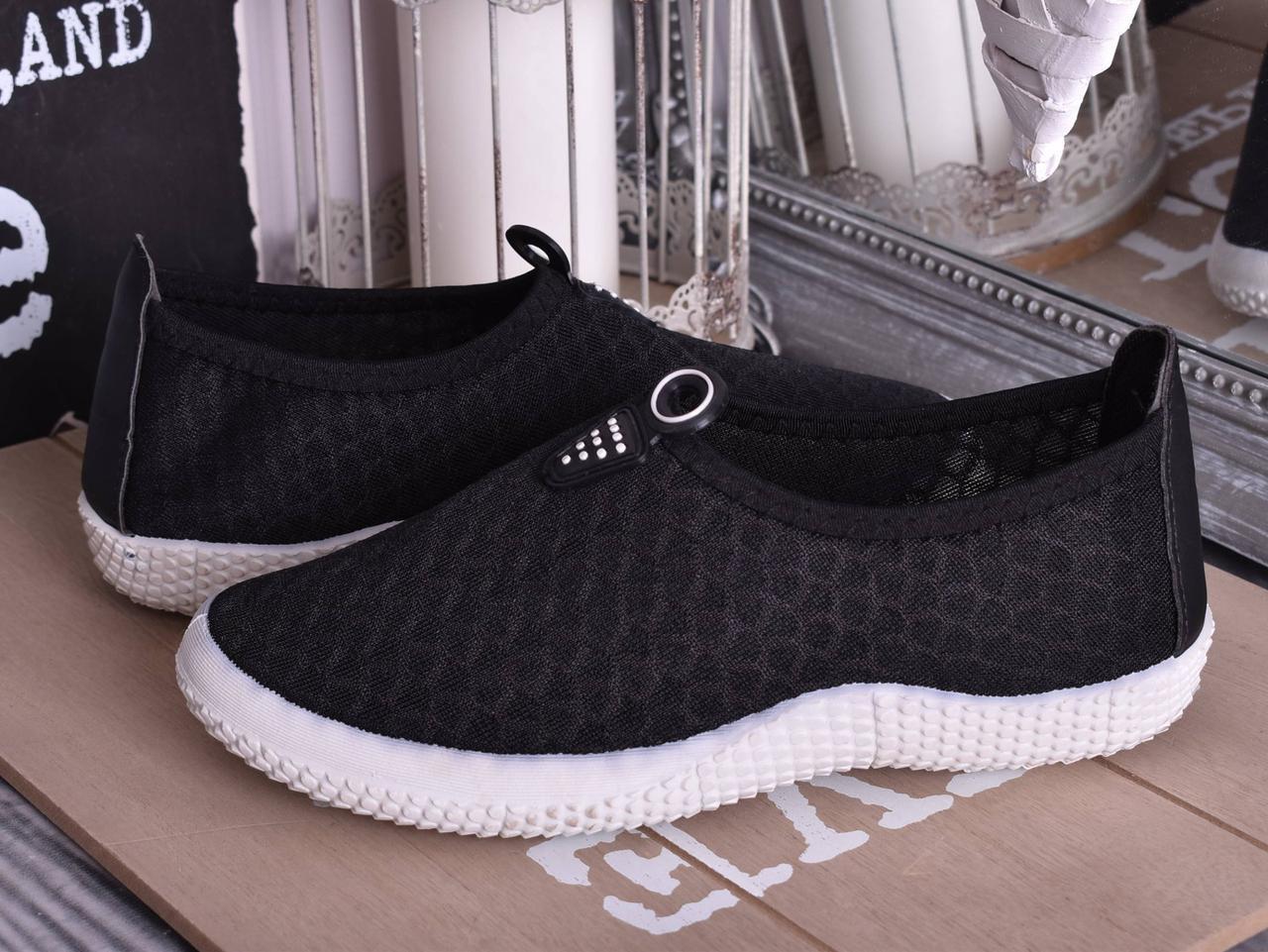 Женские кроссовки чёрного цвета очень красивые