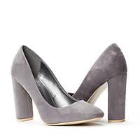 Молодёжные очень популярные женские туфли на удобном устойчивом каблуке
