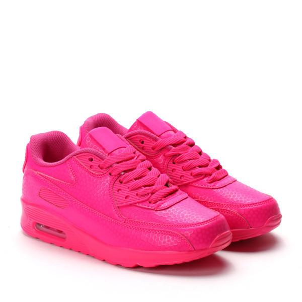 Яркие розовые кроссовки на лето для стильных девушек