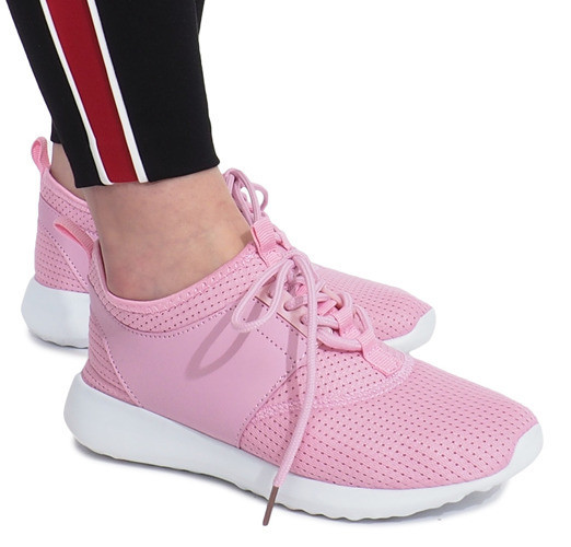 Розовые очень красивые кроссовки для девушек на шнуровке