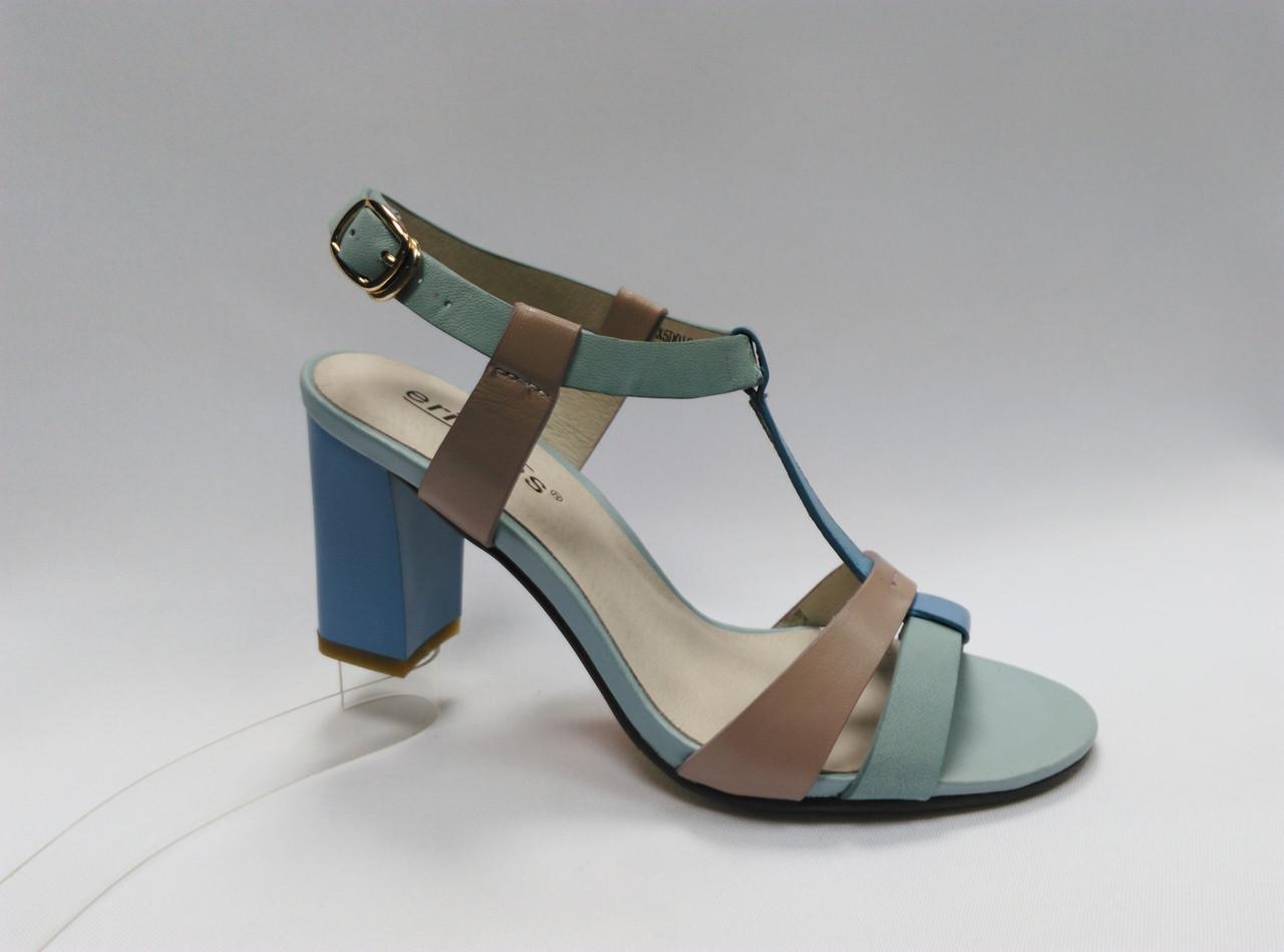 Открытые  босоножки на каблуке Erisses в двух цветах. Маленькие (33 - 35) размеры.