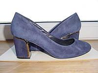 Женские туфли из натуральной замши на среднем каблуке