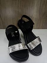 Женские босоножки  черные с серебристой вставкой на низком ходу , фото 2