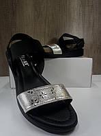 Женские босоножки  черные с серебристой вставкой на низком ходу , фото 1