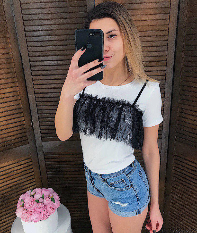 Женская футболка с кружевом
