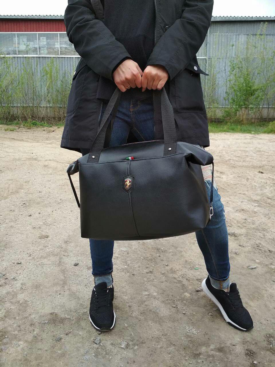 Черная большая сумка из матового кожзама с ремешками по бокам