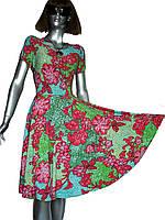 Приталенное платье с пышной юбкой